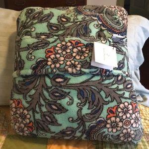 Vera Bradly Travel Bkanket/Pillow Fan Flowers
